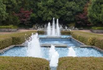 万力公園 噴水広場「笛吹の泉」