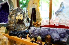 天然石の研磨済み置き石や<br /> 天然石の彫刻まで